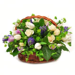 Цветы в корзинке «Голубые огоньки»
